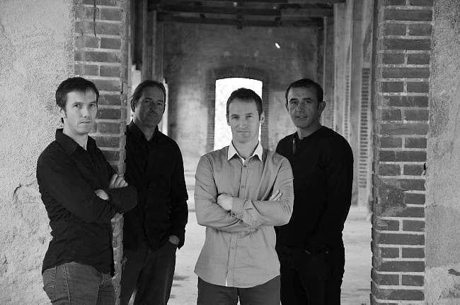 Régis Huiban Quartet (de gauche à droite) : Loïc Larnicol (batterie), Philippe Gloaguen (guitare), Régis Huiban (accordéon, voix), Julien Le Mentec (contrebasse).